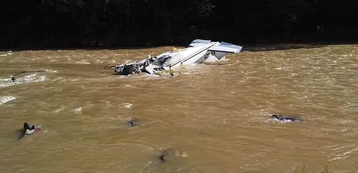 Cae avioneta en Michoacán; hay 5 muertos