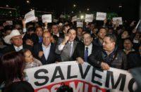 Protestan alcaldes en fuera de Palacio Nacional