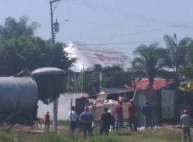 Retienen normalistas de Tiripetío 24 vehículos y choferes