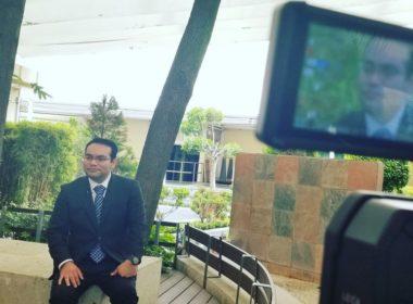 Mexicano triunfa con prótesis que domina con el pensamiento en Japón