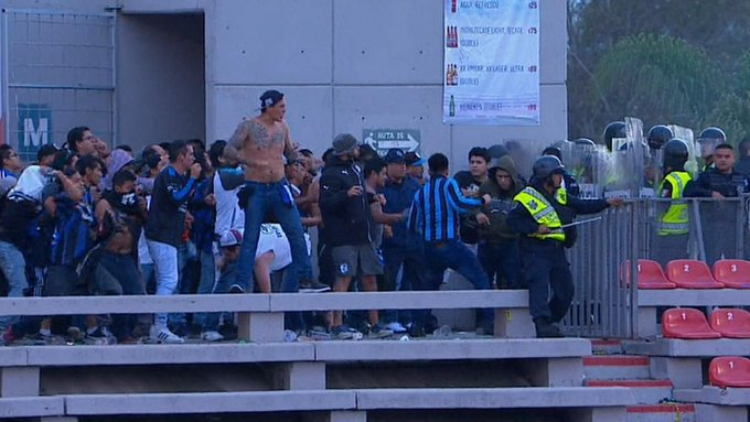 #Video ¡Violencia en gradas!, suspenden partido en San Luis