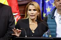 Bolivia expulsa a cubanos y diplomáticos chavistas