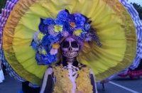Catrinas inundan la Madero para recordar Noche de Muertos