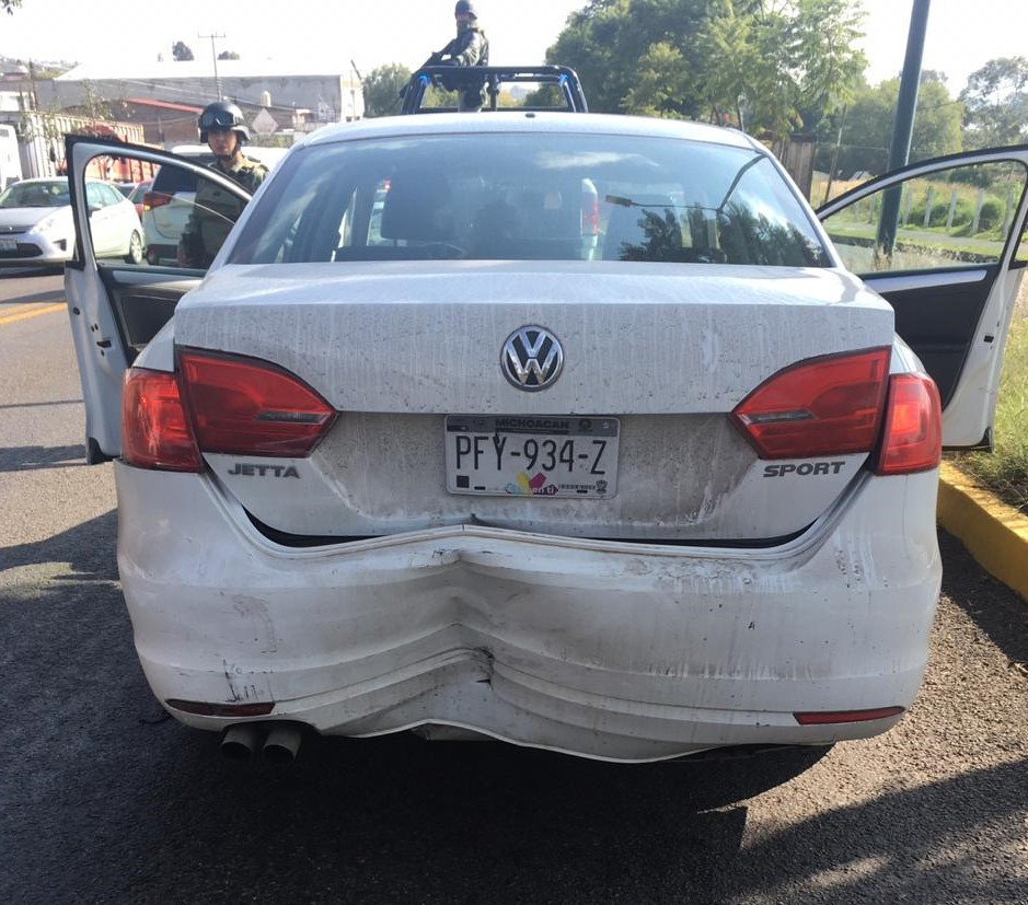 Se registra choque vehicular en salida a Quiroga