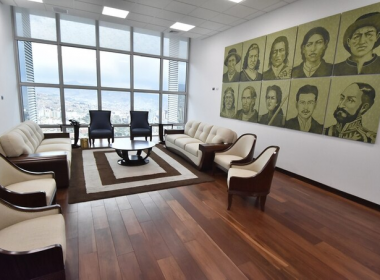 Exhibe lujos de La Casa Grande del Pueblo de Evo Morales