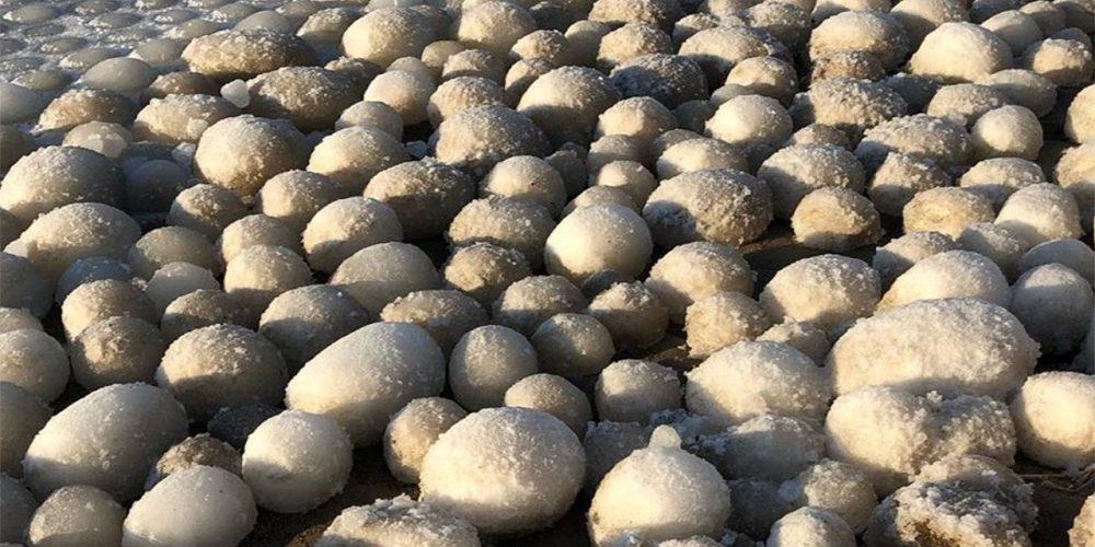 Misteriosas bolas de hielo vistas en Finlandia