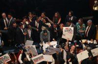Jaloneos en toma de protesta de CNDH