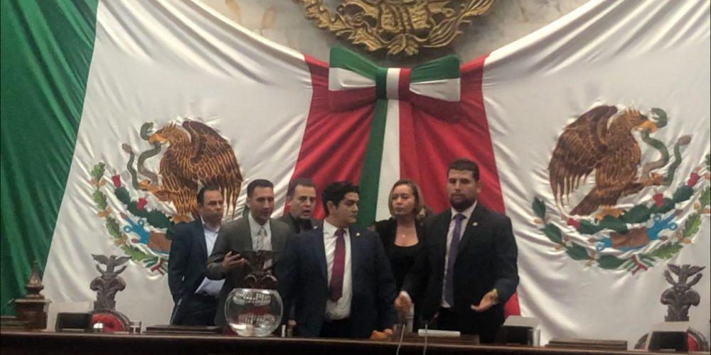 """Urna """"embarazada"""" en el Congreso de Michoacán"""