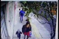 Agresor sexual ataca a mujer acompañada de su hijo