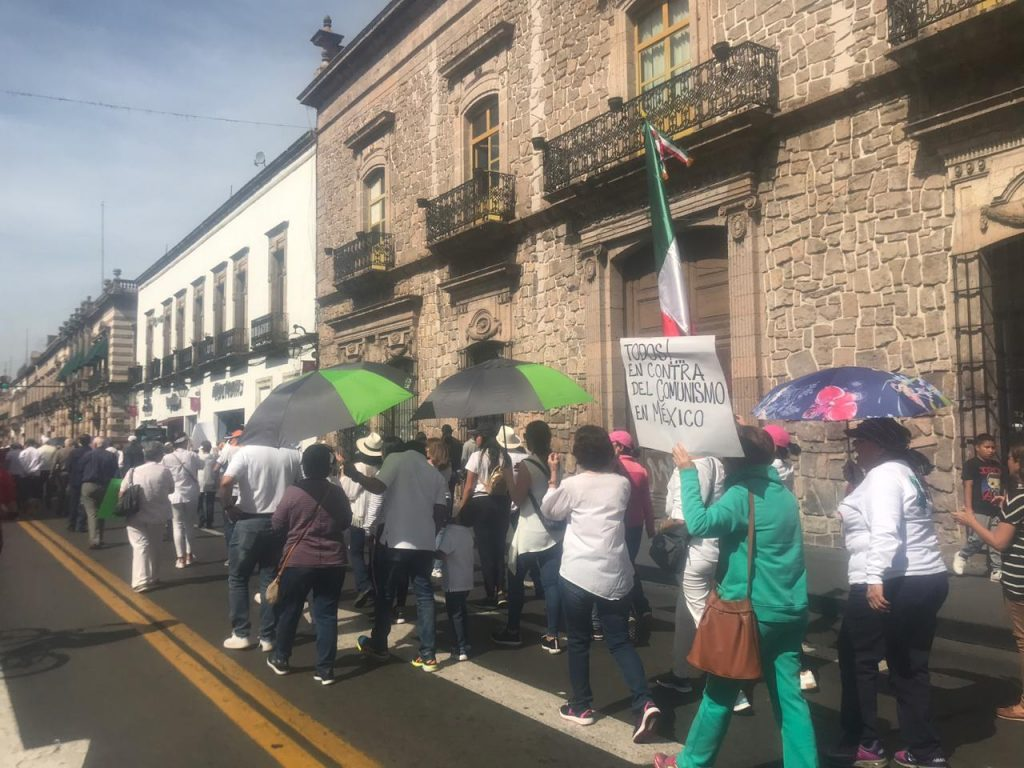 Morelianos marchan en contra de Andrés Manuel López Obrador