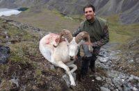 Hijo de Trump mata a oveja en peligro de extinción