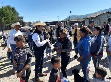 Tony Martínez entrega apoyos en el Distrito de Hidalgo