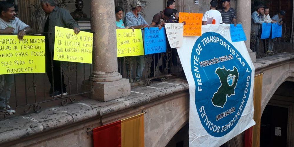 57 recolectores de basura exigen a Morón regrese sus puestos