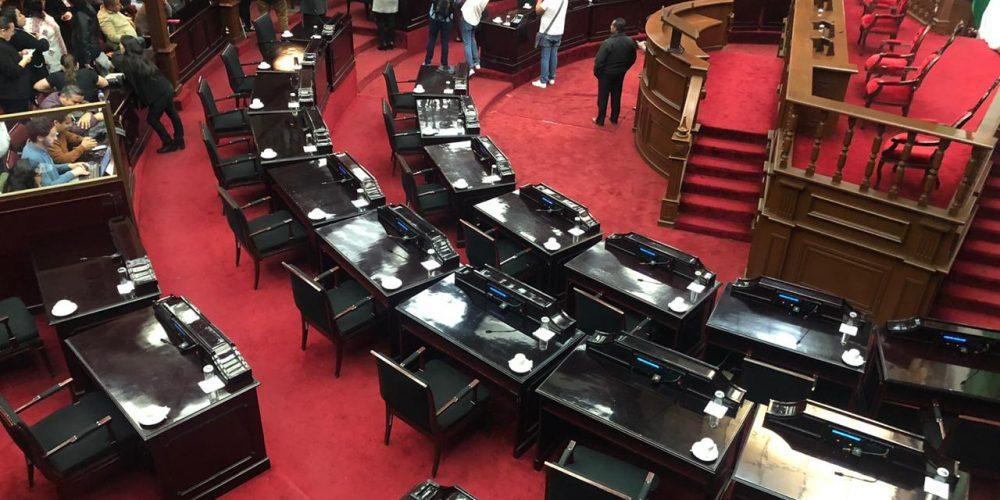 Revientan sesión para ingresar controversia por Junta de Caminos