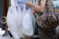 Ayuntamiento comenzará con avisos a comercios por uso de plásticos
