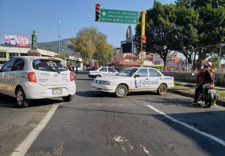 Taxistas se manifiestan en Uruapan