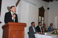Alberto Ochoa compromete desarrollo empresarial