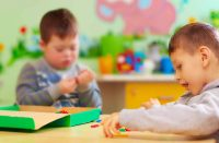 Mexicanos crean juguetes para rehabilitación de niños con discapacidad