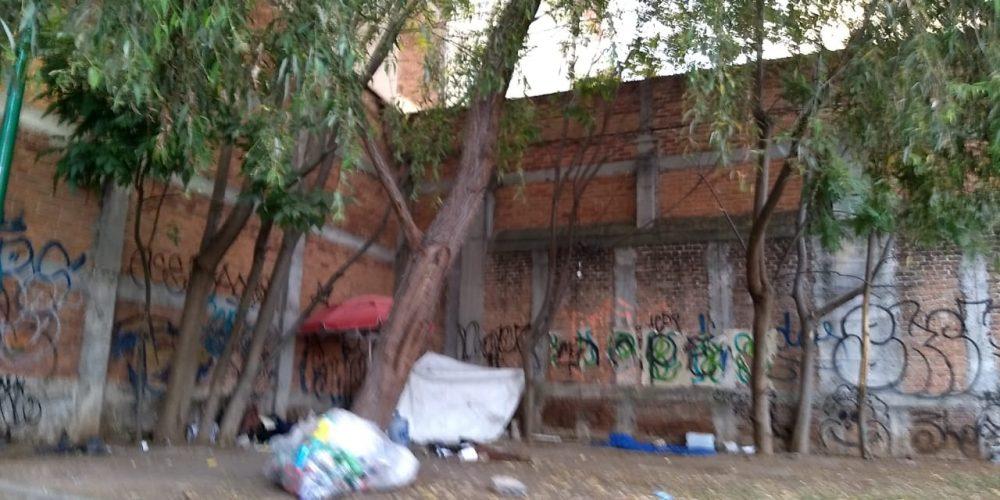 Morelianos denuncian que personas viven en plaza de la Paz