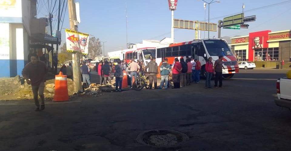 Transportistas agreden a trabajadores de la obra en Madero Poniente