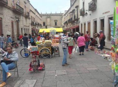 Alrededor de 35 ambulantes, los que persisten en el centro histórico