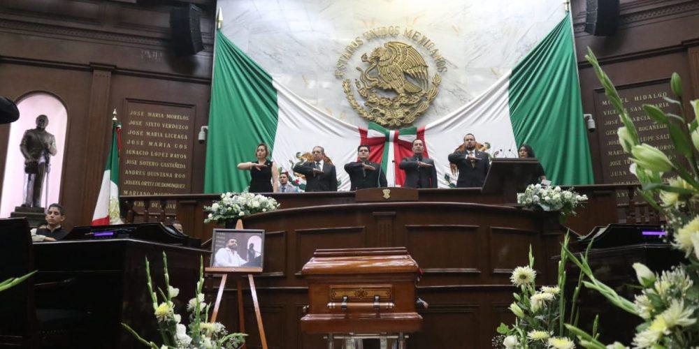 Entre aplausos despiden al diputado Erick Juárez Blanquet