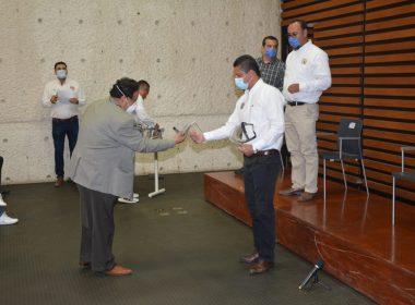 UMSNH entrega 300 caretas a pasantes de salud que atienden contingencia del covid-19