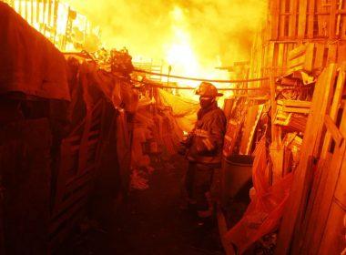 Incendio cerca de la Central de Abastos deja 8 heridos