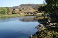 Alrededor de 100 pipas clandestinas extraen agua de la Mintzita