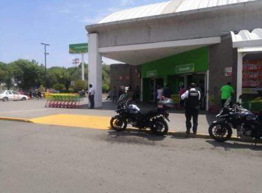 Policía municipal resguarda diversos establecimientos ante posible saqueos