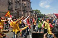 Pese a contingencia, aficionados del Monarcas se manifiestan en el centro histórico