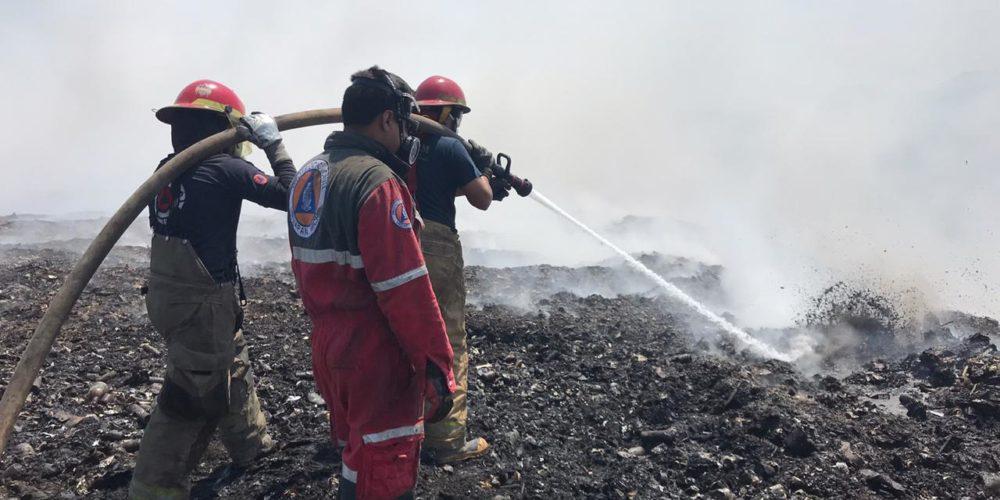 """Bajo control, incendio en el cerro """"El Cacique"""""""
