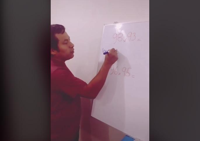 Profesor se vuelve viral con truco para resolver multiplicaciones