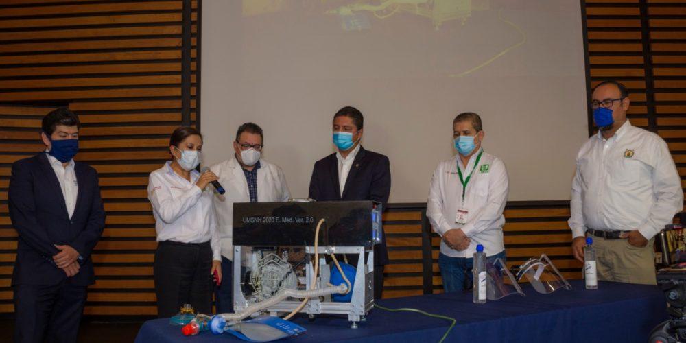 UMSNH entrega respirador artificial al IMSS para atención de pacientes con COVID-19
