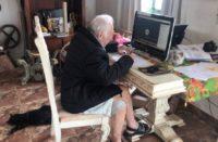 Abuelito de 92 años estudia arquitectura en línea