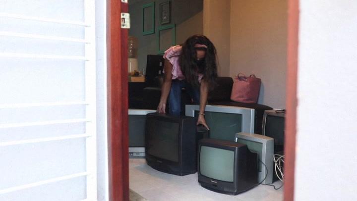 Maestra mexicana recolecta televisores para que sus alumnos sigan estudiando