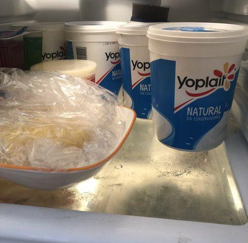 Deja de almacenar comida en envases de yogurt; descubre por qué