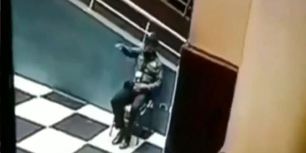 Fantasma visita su trabajo para despedirse