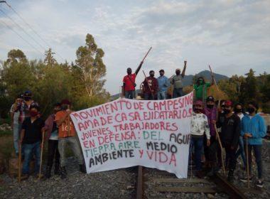 Campesino acusan a empresas extranjeras de dejarlos sin agua; toman vías férreas