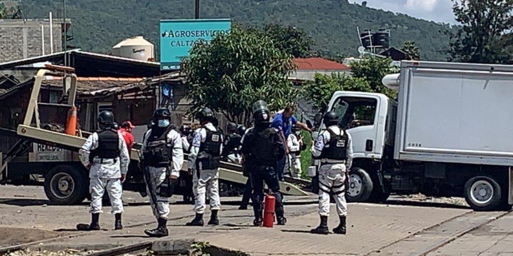 Tras enfrentamiento con policías, Poder de Base de la CNTE denuncia heridos y detenidos
