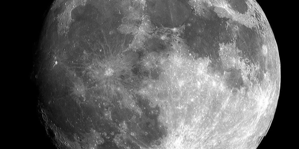 Confirman existencia de agua en la Luna