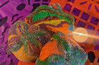 Lanzan el pan de muerto LGBT