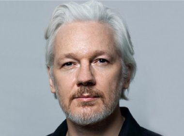 Rechazan extradición de Julian Assange a EU
