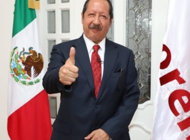 Se registra Leonel Godoy como aspirante a diputado federal