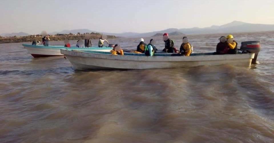 Encuentran cuerpo de hombre en lago de Pátzcuaro