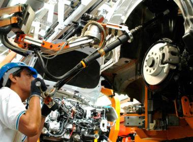 Se detienen industria automotriz