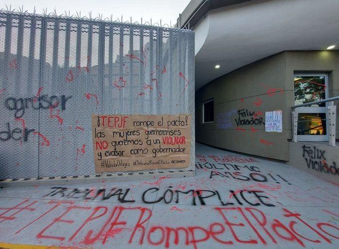 Grupo feminista se manifiesta contra Macedonio en el TEPJF
