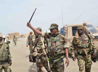 Presidente de Chad muere en enfrentamiento