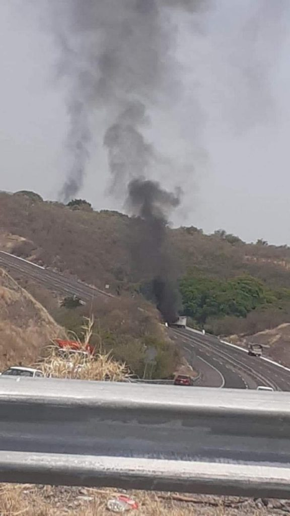 Enfrentamiento narcobloqueos Aguililla Apatzingán