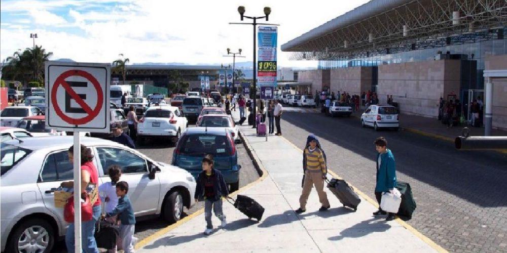 Drogan a pasajeros de autobuses en Michoacán para robarlos
